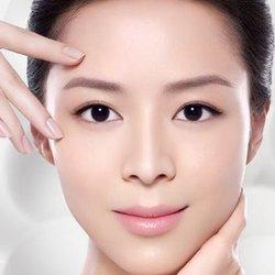 女的脸部银消病的症状有哪些